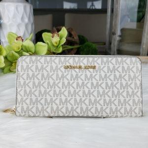 🌺NWT Michael Kors LG continental wallet vanilla